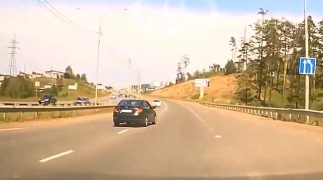 24 июня видео нарушения ПДД размещено в соцсетях – 27 июня водитель нарушитель уже в ГИБДД