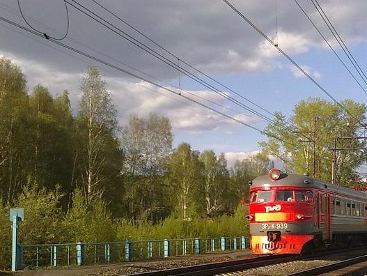 В Иркутской области из-за схода камней задерживаются пассажирские поезда