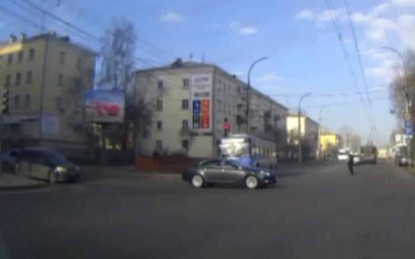 В Иркутске существенно выросло количество ДТП из-за несоблюдения требований сигналов светофора