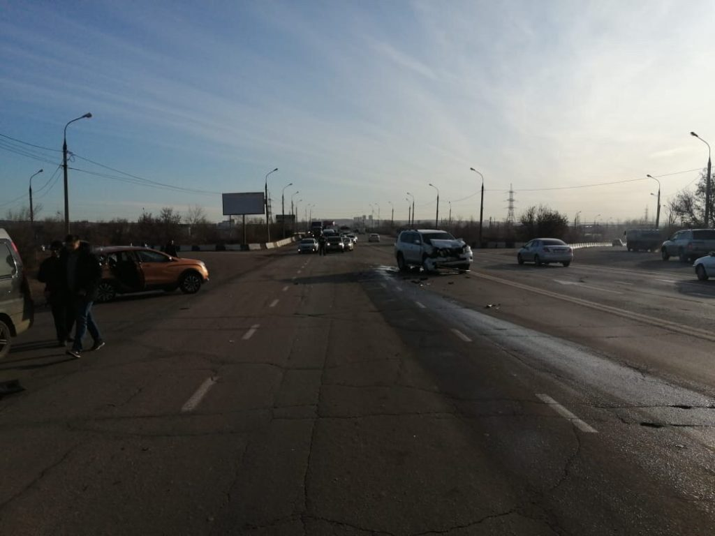 Сегодня на объездной дороге в Ленинском районе при столкновении автомашин погибла женщина водитель