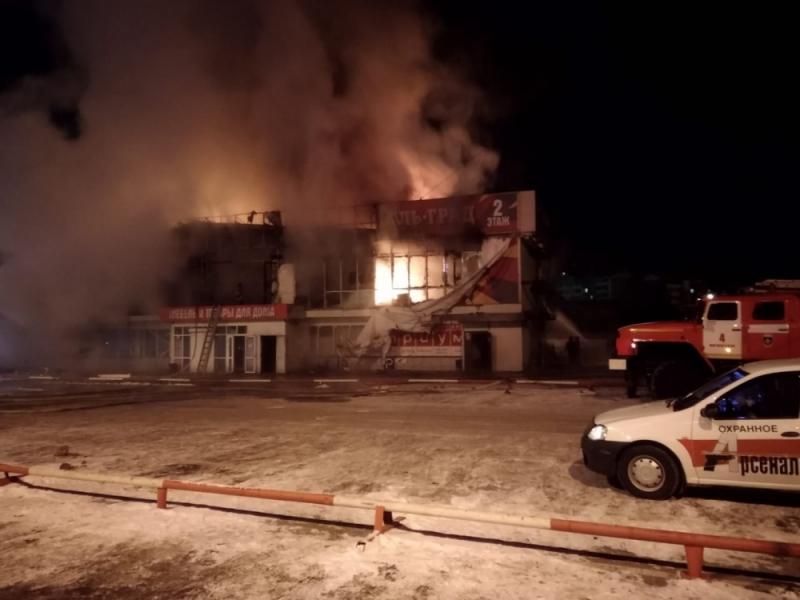 В Иркутске ликвидируют последствия крупного пожара