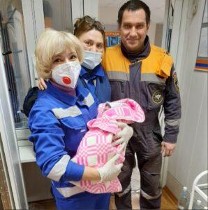 На базе Байкальского поисково-спасательного отряда МЧС в поселке Никола дежурная группа спасателей приняла роды