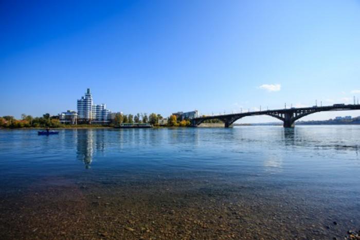 Аварийно-спасательная служба Иркутска усилила мониторинг уровня реки Ангары в черте города