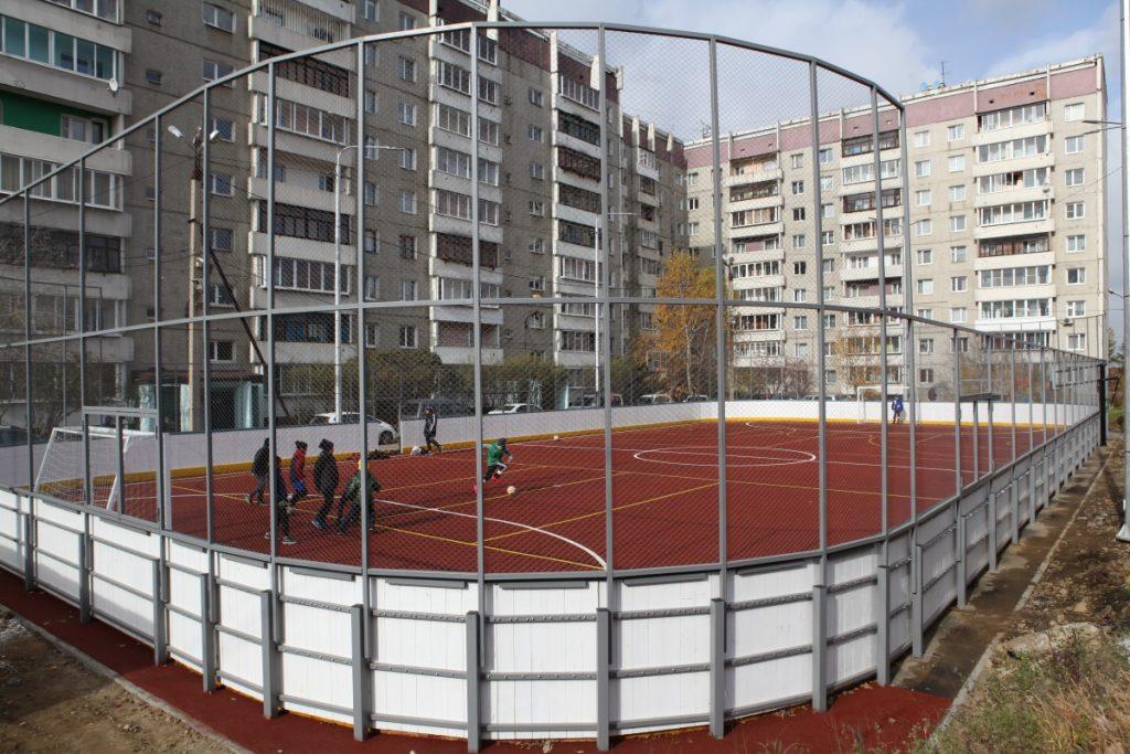 В микрорайоне Университетский Иркутска обустроили новый хоккейный корт